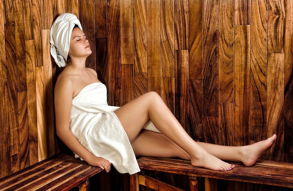 Zena u sauni